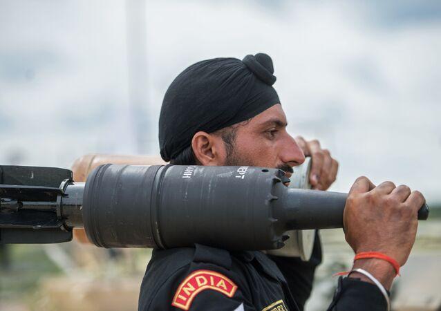 تصاعد التوتر بين الهند و باكستان - جنود الجيش الهندي، 2015