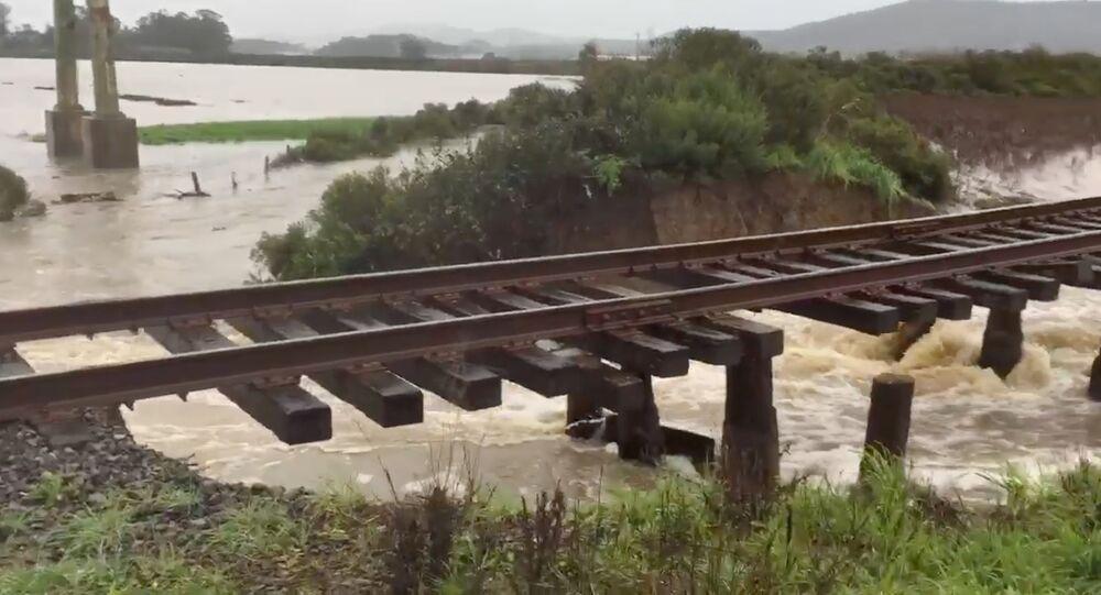 فيضانات غمرت ضفتي نهر بشمال كاليفورنيا
