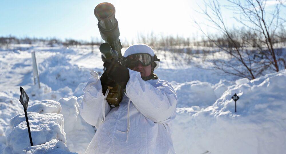 الجيش الروسي - المناورات التكتيكية التدريب العملي لضباط قوات المشاة والساحل للأسطول الشمالي التابع لروسيا الاتحادية، في إطار تطوير العمليات القتالية في منطقة القطب الشمالي في الميدان العسكري شاري في منطقة مورمانسك الروسية