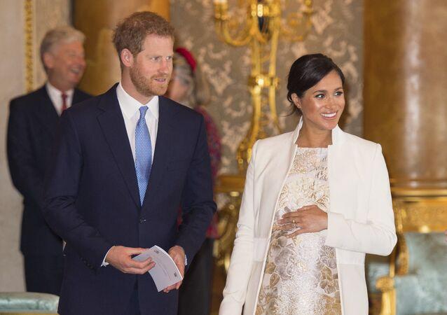 ميغان ماركل والأمير هاري في حفل الذكرى الـ 50 لتنصيب الأمير تشارلز أميرا لويلز في المملكة المتحدة، 5 مارس/آذار 2019