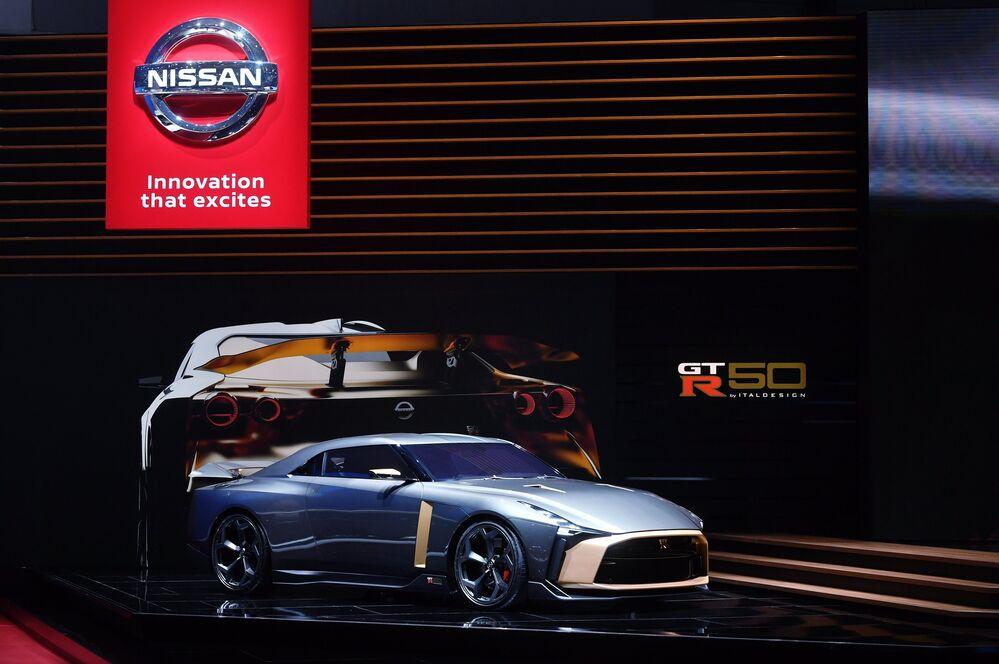 معرض جنيف الدولي للسيارات لعام 2019 - جناح شركة Nissan وعرض سيارة Nissan Skyline GT-R