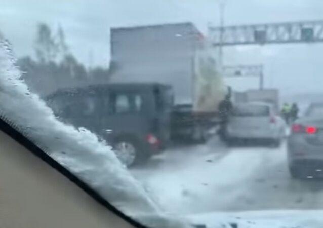 بالفيديو..اصطدام 30 سيارة في سان بطرسبوغ
