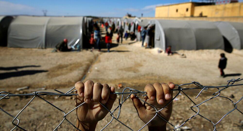 صبي لاجئ كردي من بلدة كوباني السورية