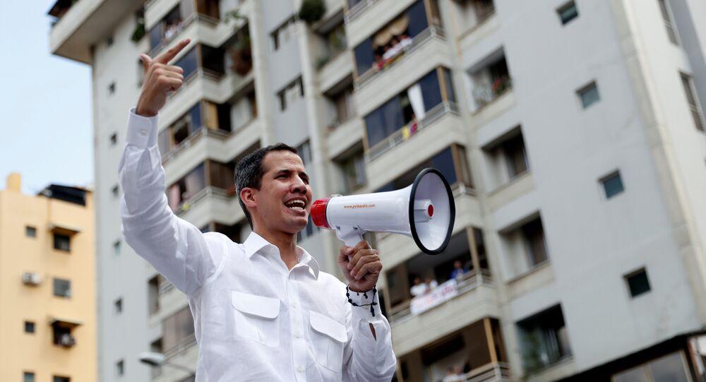 زعيم المعارضة الفنزويلية خوان غوايدو يشارك في مظاهرة حاشد ضد مادورو