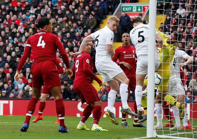 مباراة ليفربول وبيرنلي في الدوري الإنجليزي
