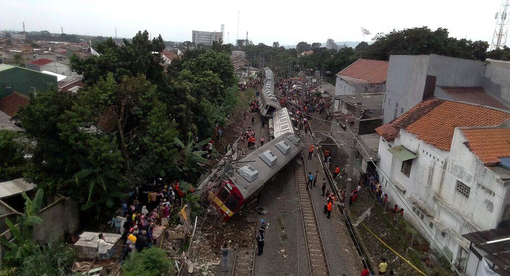عشرات المصابين في خروج قطار عن مساره في إندونيسيا