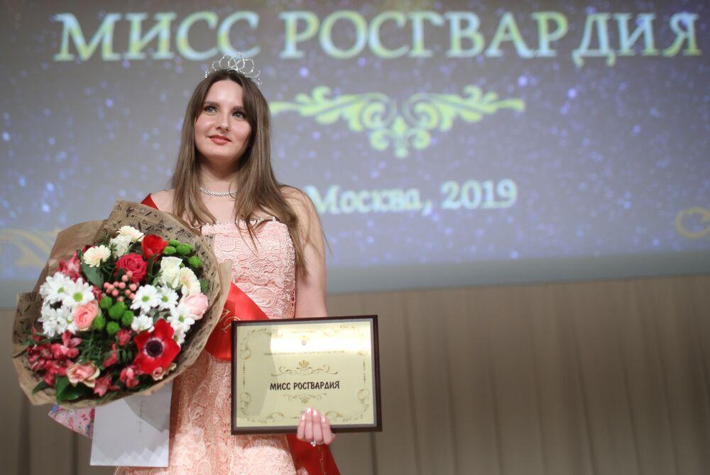 المشاركات في مسابقة ملكة جمال الحرس الوطني في موسكو لعام 2019 - الحائزة على اللقب، برتبة رقيب أول فيرا كورنياك