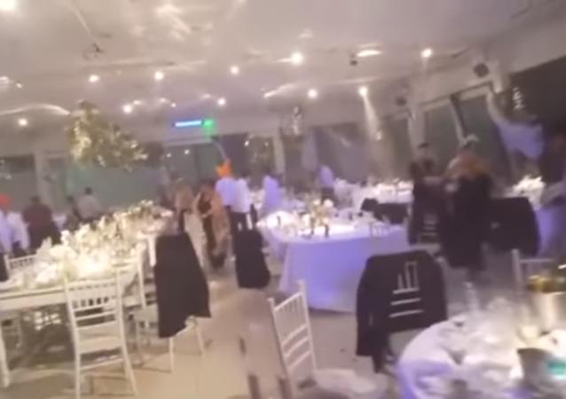 شاهد ماذا فعل إعصار بأحد الأعراس في الأرجنتين