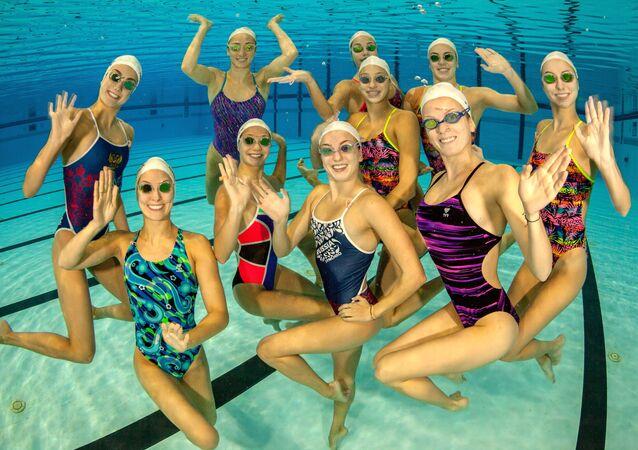 المنتخب الوطني الروسي للسباحة الإيقاعية، أثناء دورة تدريبية في مركز لتدريب الفرق الوطنية الروسية أوزيرو كروغلويه في منطقة موسكو