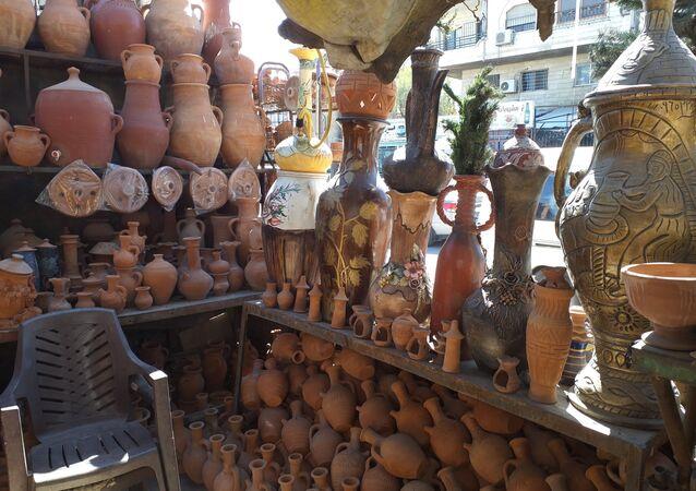 بالطين واليدين: صناعة الفخار السوري