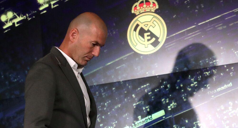 زين الدين زيدان خلال مؤتمر توليه تدريب ريال مدريد