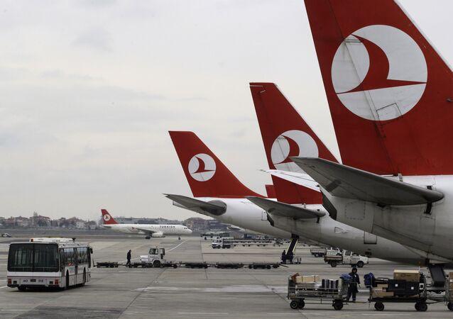 مطار أتاتورك الدولي في إسطنبول - تركيا
