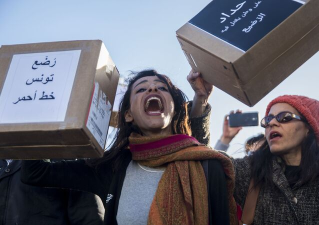 متظاهرات في تونس احتجاجا على وفاة أطفال رضع في مستشفى حكومي