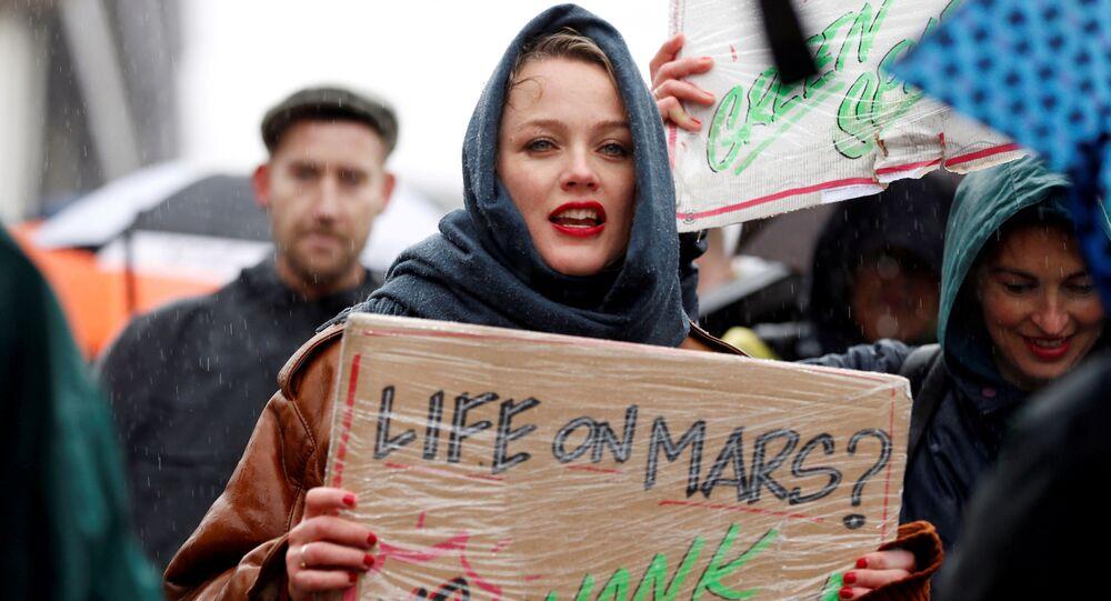 مشاركة في المسيرة حول التدابير العاجلة بشأن تغير المناخ في وسط أمستردام، هولندا 10 مارس/ آذار 2019