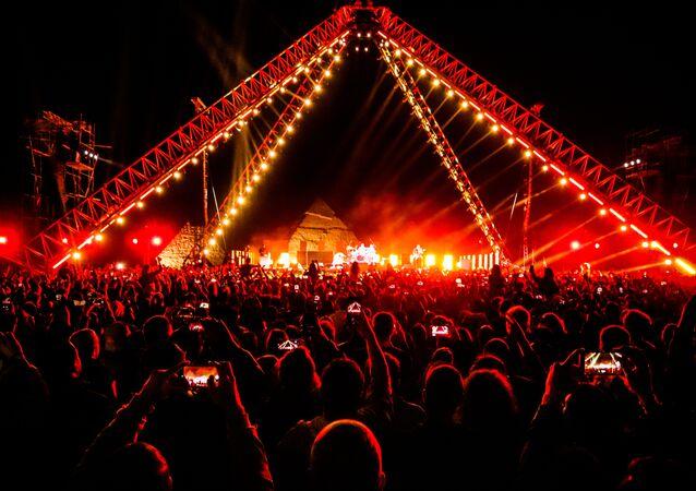 الحفل الموسيقي للفرقة الغنائية  في الأهرامات، الجيزة، القاهرة، مصر مارس/ آذار 2019