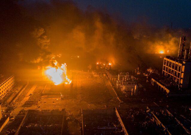 تصاعد الدخان بعد انفجار في مصنع كيماويات في الصين