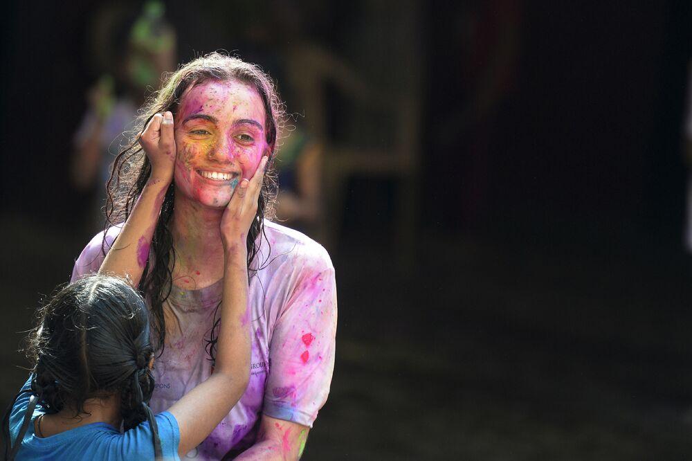 مشاركون في مهرجان الألوان هولي في حيدر آباد، الهند 21 مارس/ آباد 2019