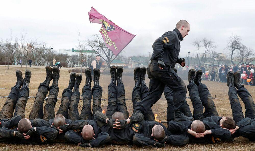 عسكريو وزارة الداخلية في بيلاروسيا خلال الاحتفال بيوم قوات وزارة الداخلية في مينسك، بيلاروسيا 17 مارس/ آذار 2019