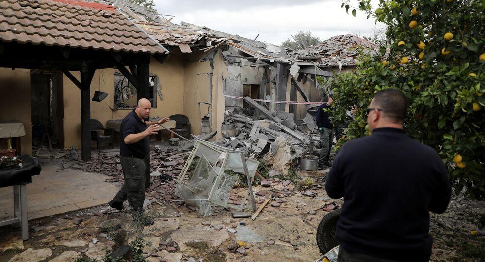 موقع في سقوط الصاروخ على مستوطنة بالقرب من تل أبيب في وسط إسرائيل