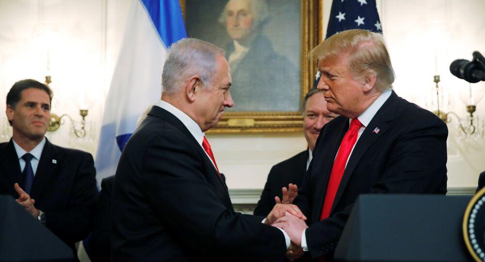 الرئيس الأمريكي دونالد ترامب مع رئيس الوزراء الإسرائيلي بنيامين نتنياهو في البيت الأبيض