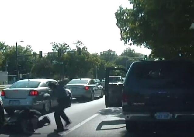 شرطة أمريكية كادت تقتل مواطن بالخطأ