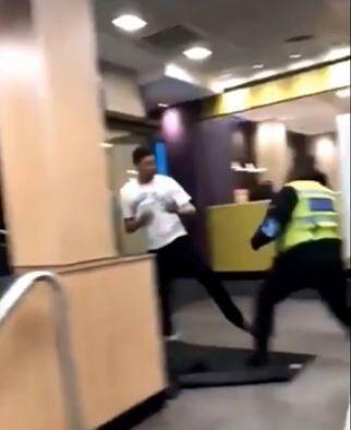 معركة داخل مطعم في بريطانيا