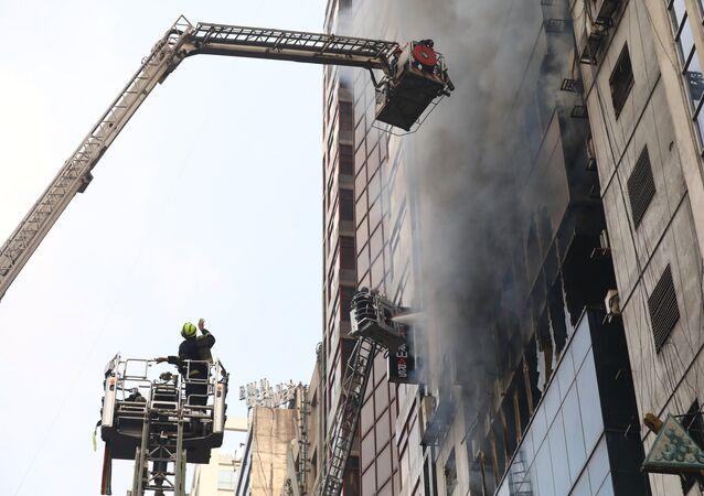 حريق برج تجاري في بنغلادش