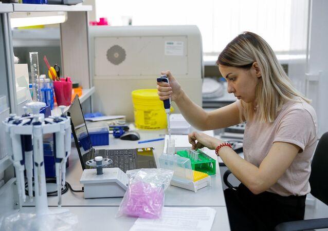 موظفة في مختبر التقنيات الوراثية الجزيئية، بجامعة جامعة البلطيق الفيدرالية (باسم إيمانويل كانت)