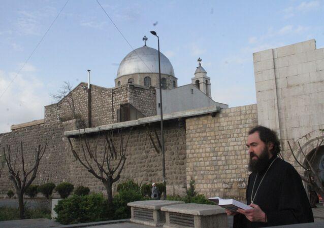 البطريرك فيوفيلاكت يرتل في شوارع دمشق