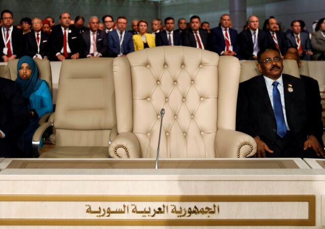 مقعد سوريا فارغا خلال القمة العربية الثلاثين في تونس