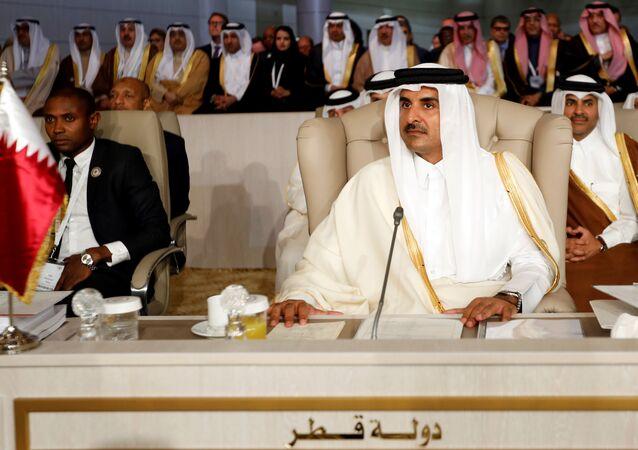 أمير قطر الشيخ تميم بن حمد آل ثاني يحضر القمة العربية الثلاثين في تونس