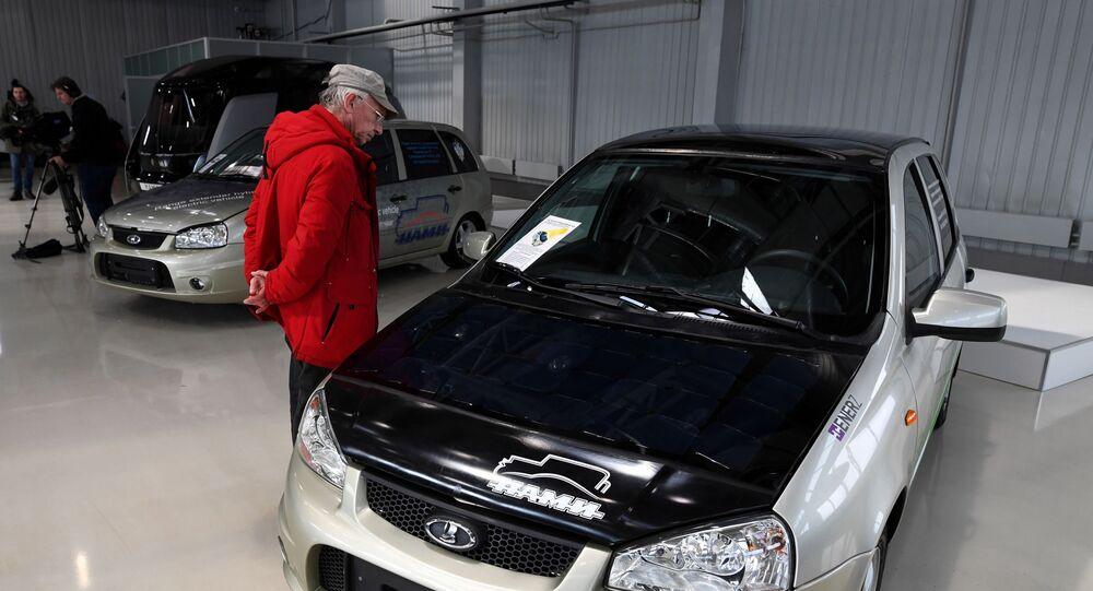سيارات أوروس (Aurus) في معرض المركز التقني العلمي نامي الحكومي، في إطار مشروع Открой#Моспром في موسكو