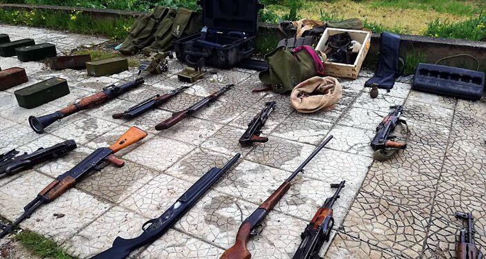الأمن السوري يضبط جهازا متطورا للرصد الفضائي وقطع أثرية منهوبة بريف درعا