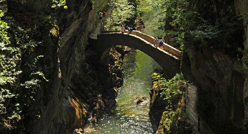 جسر في وادي ضيق أريز، سويسرا