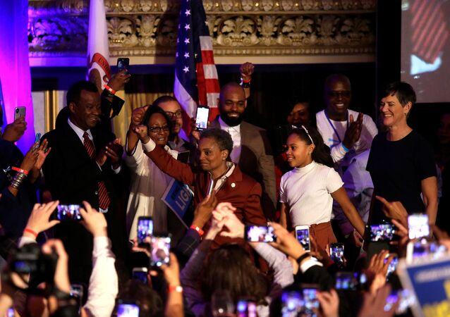 لوري لايتفوت أول امرأة سوداء البشرة مثلية الجنس عمده لمدينة شيكاغو