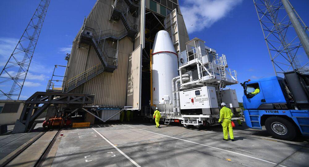 موقع اطلاق كورو في غيانا الفرنسية. تم اطلاق أربعة أقمار صناعية  على متن حامل الصواريخ الروسي سويوز-إس تي.