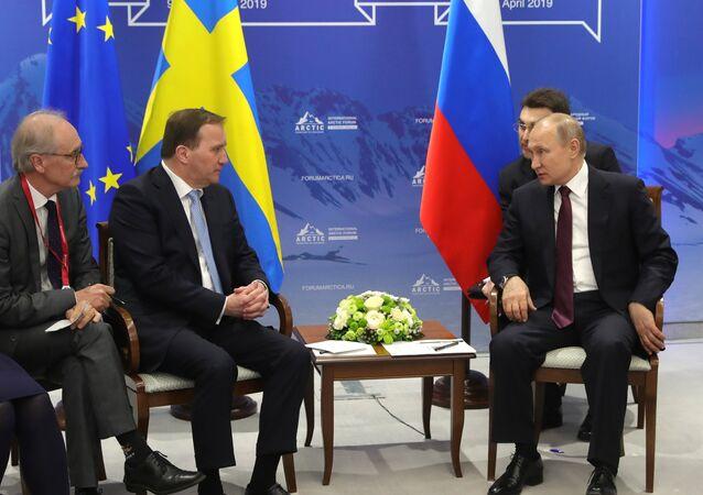الرئيس الروسي فلاديمير بوتين خلال لقائه مع رئيس وزراء السويد، ستيفان ليفي، على هامش منتدى القطب الشمالي الخامس