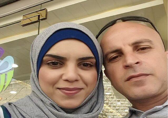 الشابة الفلسطينية شذى خالد وخطيبها هادي