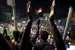 متظاهرون في السودان يطالبون بتنحي الرئيس عمر البشير