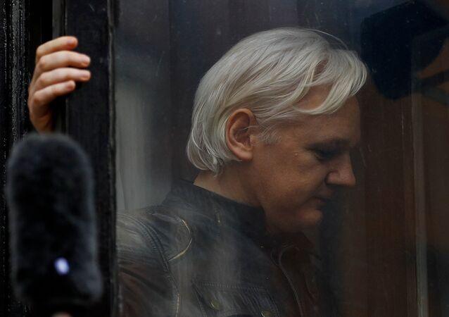 مؤسس ويكيليكس جوليان أسانج في لندن