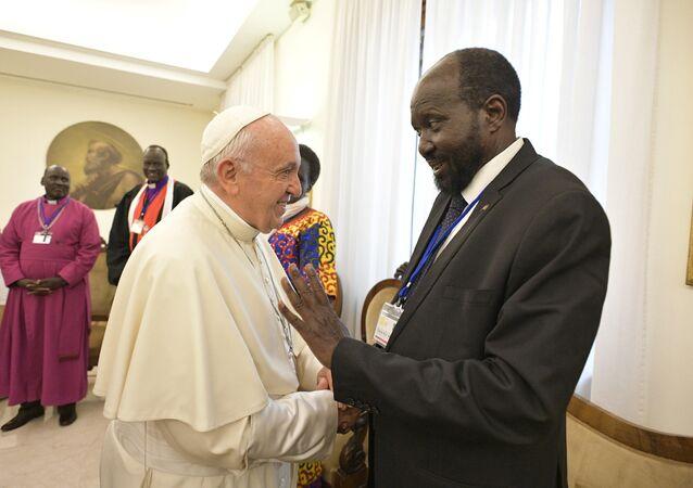 البابا فرنسيس مع الرئيس سيلفا كير، 11 نيسان/أبريل 2019