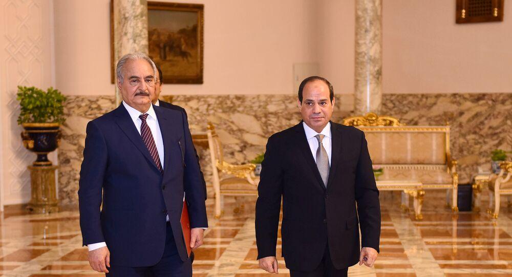 الرئيس المصري عبد الفتاح السيسي يستقبل قائد الجيش الوطني الليبي المشير خليفة حفتر