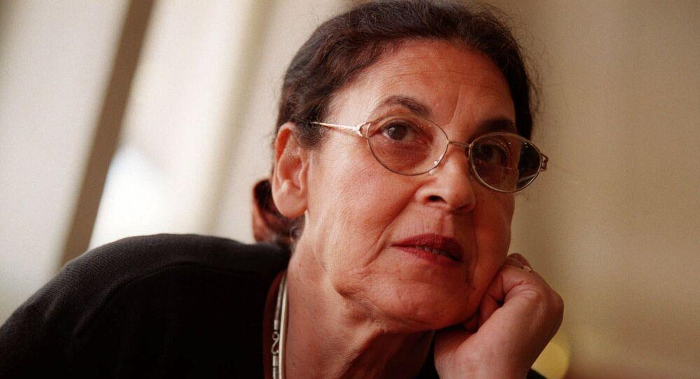 تتذكر ناديا كوهين زوجها إيلي كوهين أثناء مقابلة في القدس