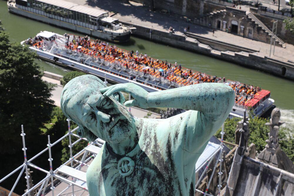 تمثال أحد الرسل في نوتردام، 26 يونيو/ حزيران 2018