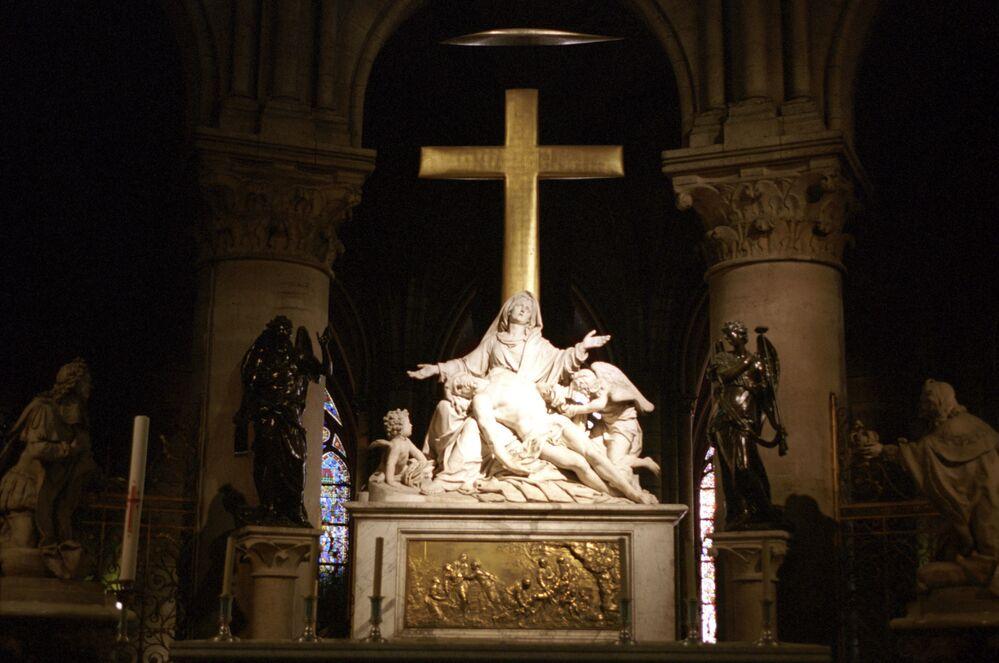 داخل كاتدرائية نوتردام