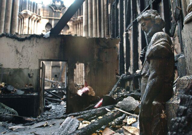 اشتعال حريق هائل في كاتدرائية يوحنا المعمدان في نيويورك، 19 ديسمبر/ كانون الأول 2001