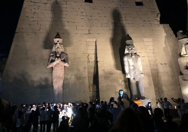 تمثال رمسيس الثاني على واجهة معبد الأقصر