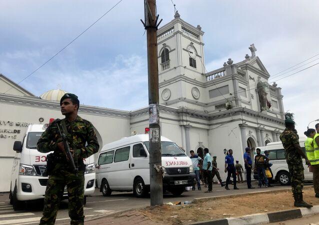 الشرطة السريلانكية بعد تفجير الكنيستين