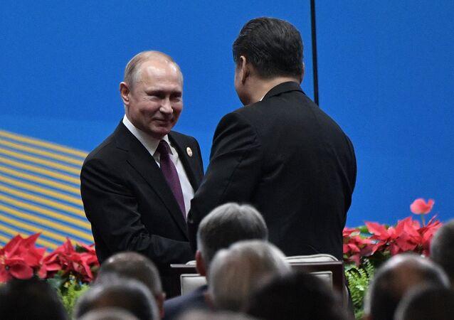 الرئيس الروسي فلاديمير بوتين والرئيس الصيني شي جين بينغ