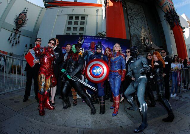 عشاق Avengers يجتمعون في مسرح TCL الصيني في هوليوود لحضور العرض الافتتاحي Avengers: Endgame في لوس أنجلوس
